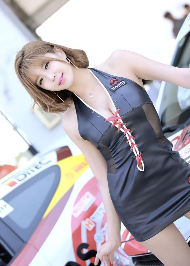 Mỹ nữ Hàn khoe vẻ đẹp thiên thần bên đường đua - ảnh 22