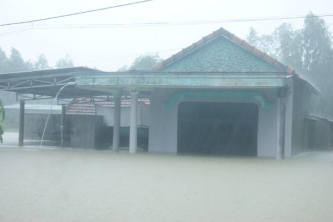 Quảng Bình: Lốc xoáy, mưa lũ gây thiệt hại nặng - ảnh 3