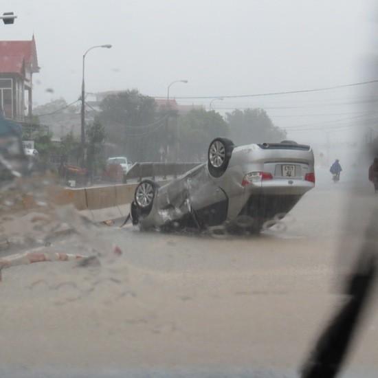 Quảng Bình: Lốc xoáy, mưa lũ gây thiệt hại nặng - ảnh 2