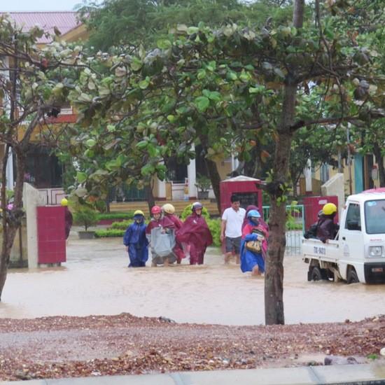 Quảng Bình: Lốc xoáy, mưa lũ gây thiệt hại nặng - ảnh 1