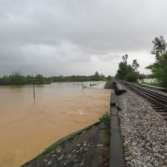 Quảng Bình: Lốc xoáy, mưa lũ gây thiệt hại nặng - ảnh 4