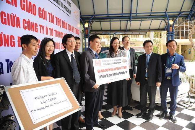 Toyota Việt Nam tiếp tục triển khai Chiến dịch an toàn đường bộ năm 2017 - ảnh 1