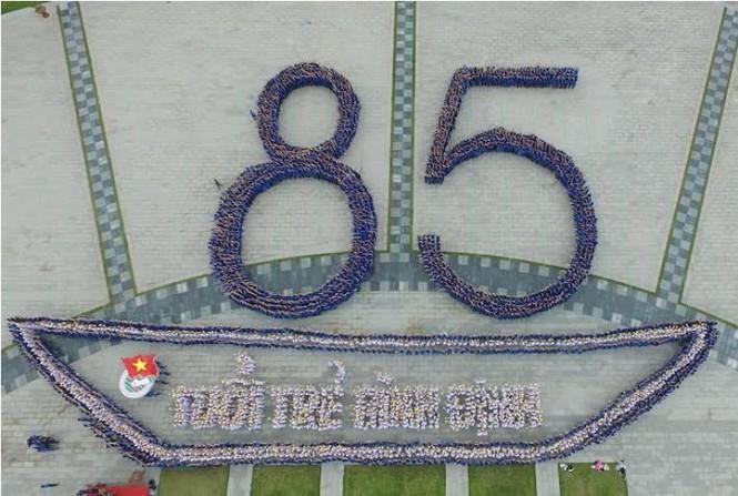 5.000 bạn trẻ đồng diễn mừng sinh nhật Đoàn - ảnh 1