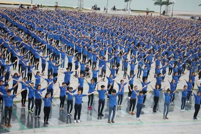 5.000 bạn trẻ đồng diễn mừng sinh nhật Đoàn - ảnh 2