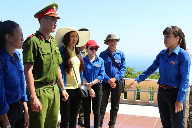 Giây phút thiêng liêng trên đảo Trần - ảnh 3