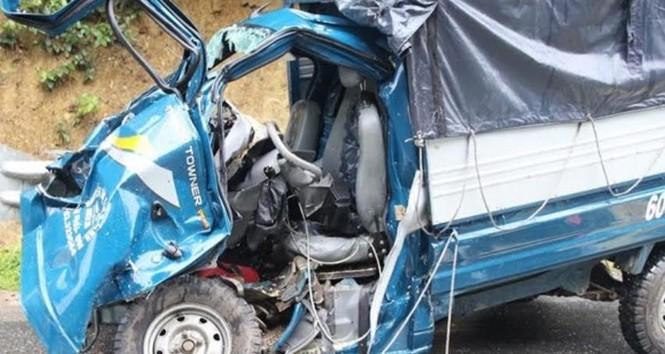 Xe tải đâm nhau kinh hoàng trên đèo, tài xế chết thảm - ảnh 1