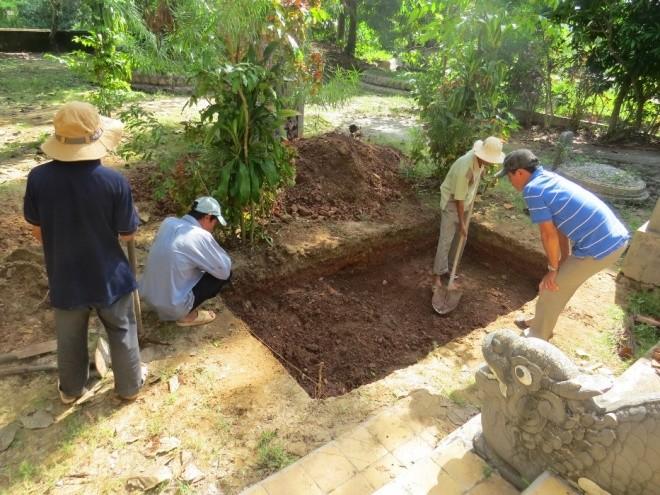 Ngày đầu khảo cổ nơi nghi chôn cất vua Quang Trung - ảnh 1