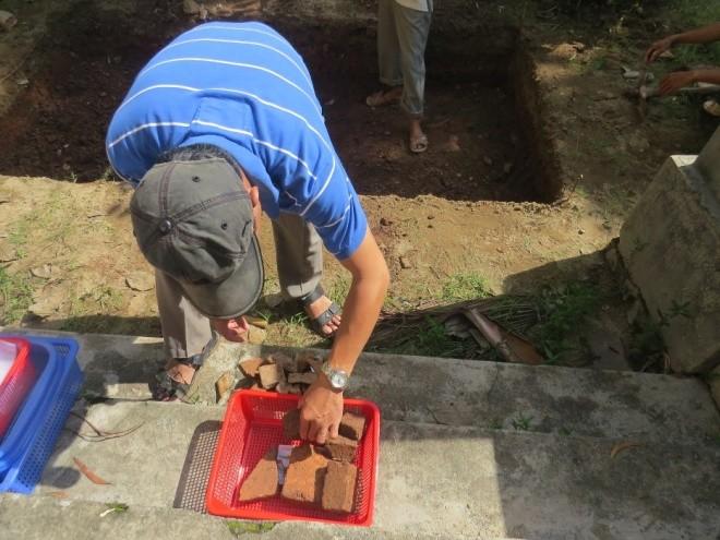 Ngày đầu khảo cổ nơi nghi chôn cất vua Quang Trung - ảnh 2