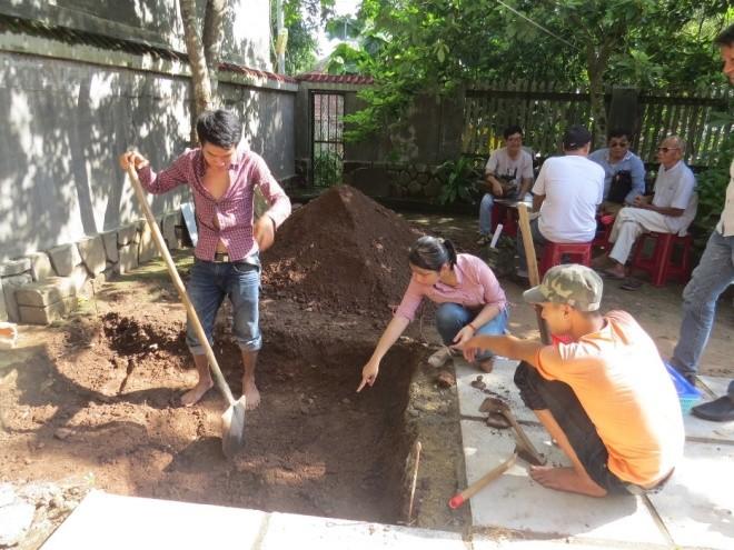 Ngày đầu khảo cổ nơi nghi chôn cất vua Quang Trung - ảnh 5