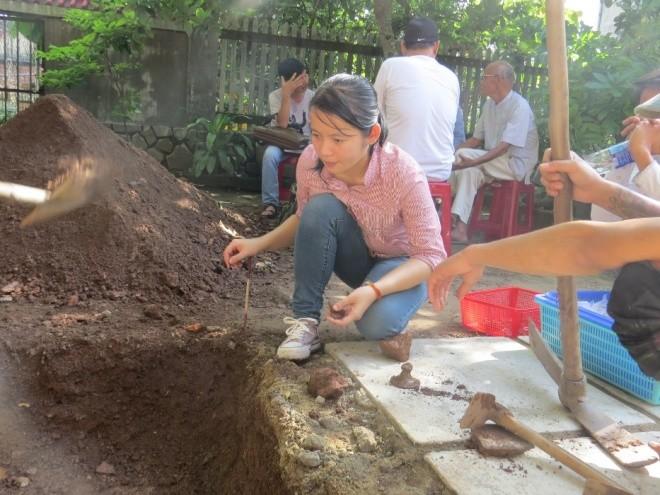 Ngày đầu khảo cổ nơi nghi chôn cất vua Quang Trung - ảnh 6