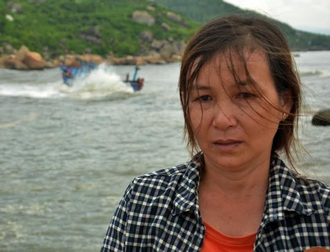 Tàu gặp nạn ở cửa biển Mỹ Á, ngư dân hoảng loạn kêu cứu  - ảnh 2