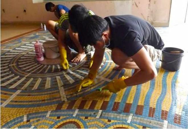 Ba tháng bóc gạch mosaic Thương xá Tax Sài Gòn để bảo tồn - ảnh 3