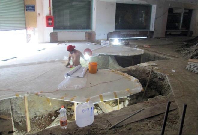 Ba tháng bóc gạch mosaic Thương xá Tax Sài Gòn để bảo tồn - ảnh 8