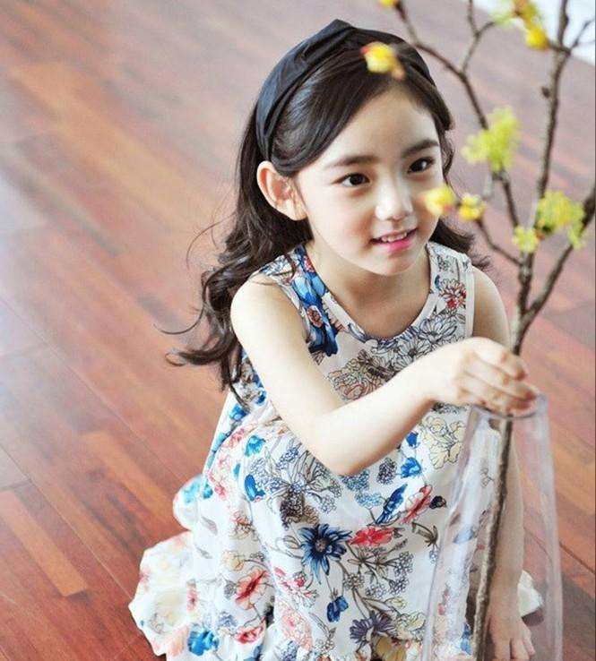 Cô bé 6 tuổi được khen xinh đẹp nhất thế giới - ảnh 1