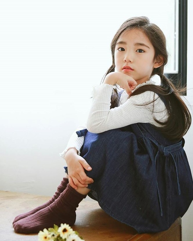 Cô bé 6 tuổi được khen xinh đẹp nhất thế giới - ảnh 2