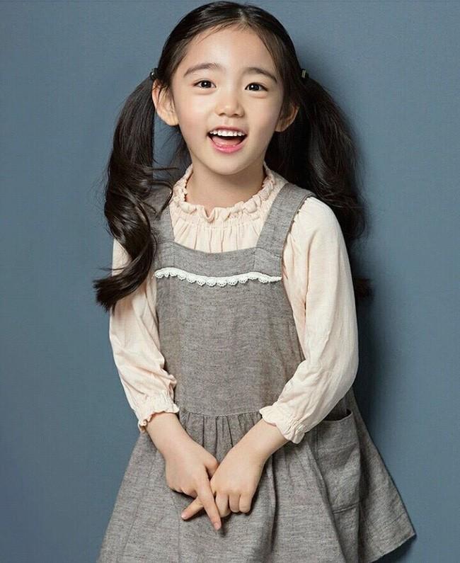 Cô bé 6 tuổi được khen xinh đẹp nhất thế giới - ảnh 5
