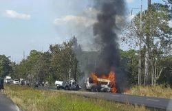 Xe khách va chạm xe tải trên cao tốc, 25 người thiệt mạng - ảnh 1