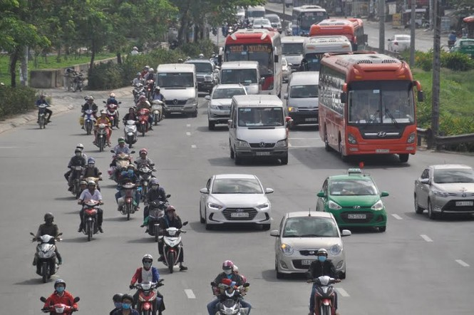 Dân miền Tây ùn ùn trở lại Sài Gòn sau Tết - ảnh 2