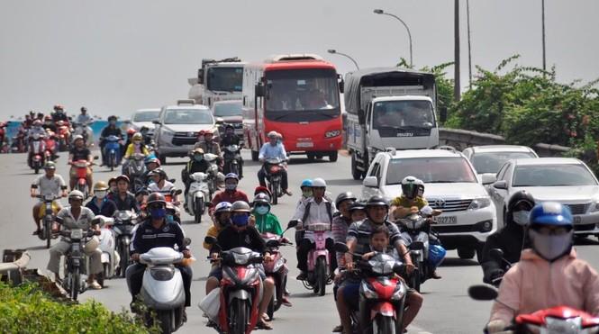 Dân miền Tây ùn ùn trở lại Sài Gòn sau Tết - ảnh 3