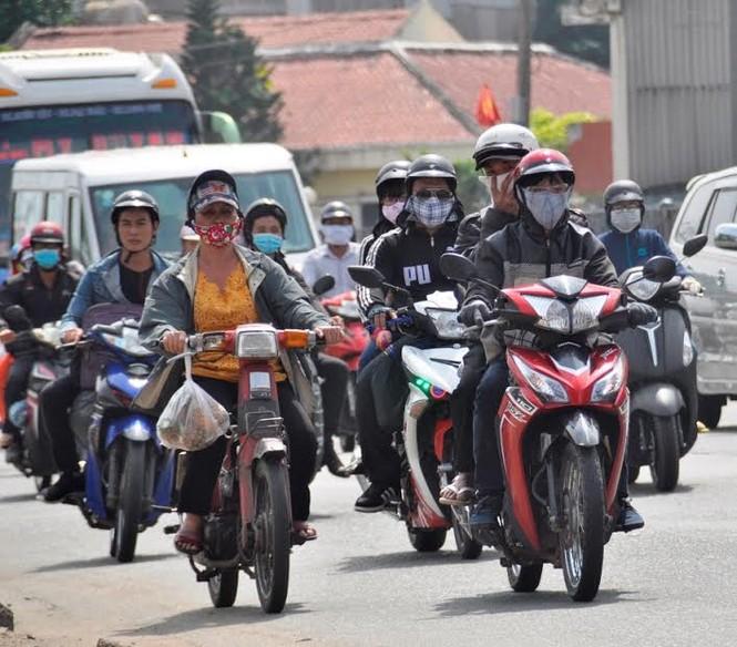 Dân miền Tây ùn ùn trở lại Sài Gòn sau Tết - ảnh 6