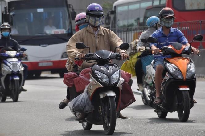 Dân miền Tây ùn ùn trở lại Sài Gòn sau Tết - ảnh 7