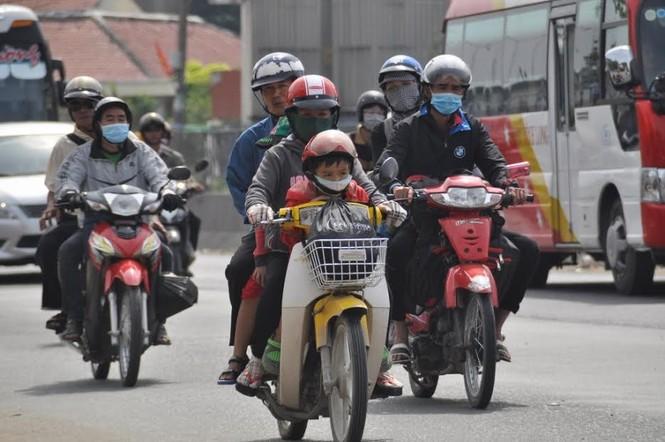 Dân miền Tây ùn ùn trở lại Sài Gòn sau Tết - ảnh 9