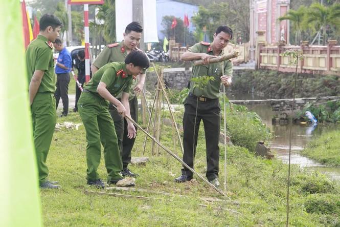 Bí thư Trung ương Đoàn cùng ra quân trồng 1000 cây xanh - ảnh 4