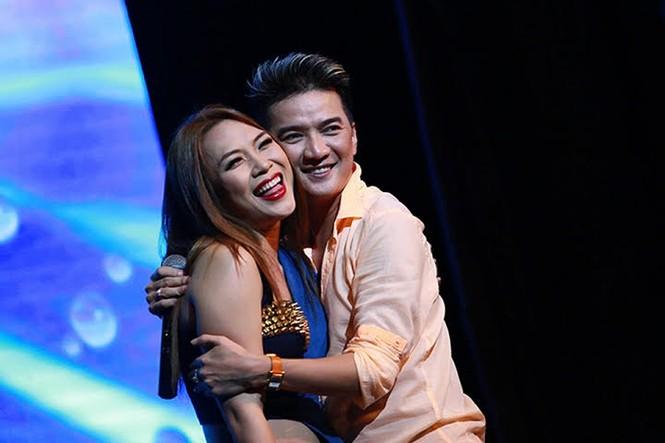 Những màn tỏ tình ấn tượng của sao Việt ngay trên sân khấu  - ảnh 3