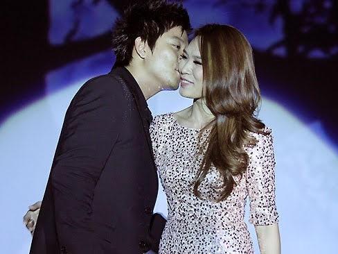 Những màn tỏ tình ấn tượng của sao Việt ngay trên sân khấu  - ảnh 4
