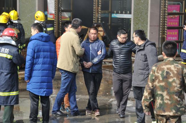 Cháy lớn tại khách sạn, 10 người thiệt mạng - ảnh 1