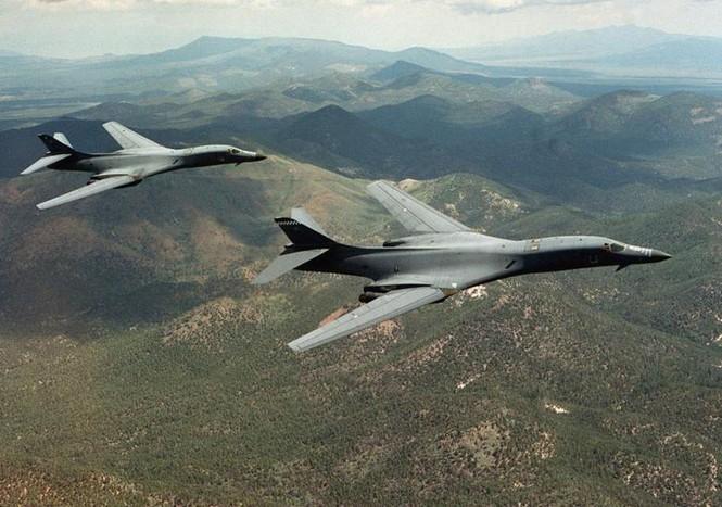 Máy bay ném bom B-1B Mỹ tập trận trên Bán đảo Triều Tiên - ảnh 4