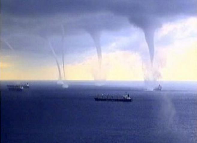[VIDEO] Phi cơ vượt qua 3 'vòi rồng' trước khi hạ cánh an toàn - ảnh 3