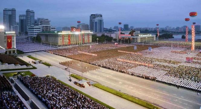 Người Triều Tiên váy hoa xúng xinh đổ ra đường mừng thử hạt nhân - ảnh 8
