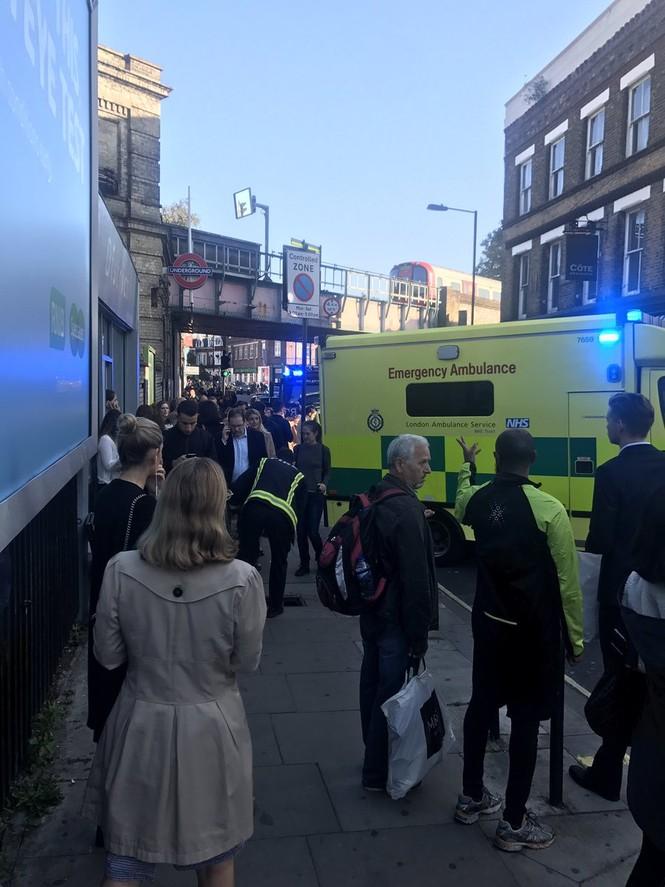 NÓNG: Nổ trong nhà ga điện ngầm London, nhiều người bị thương - ảnh 4