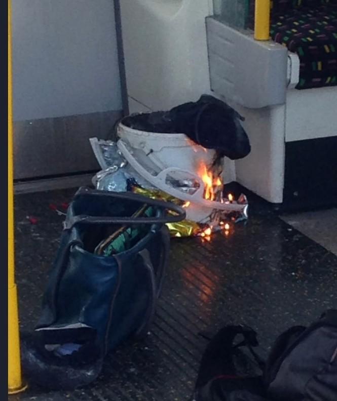 NÓNG: Nổ trong nhà ga điện ngầm London, nhiều người bị thương - ảnh 1