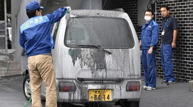 Núi lửa Nhật Bản phun trào dữ dội, khói bụi bốc cao 11.000m - ảnh 3