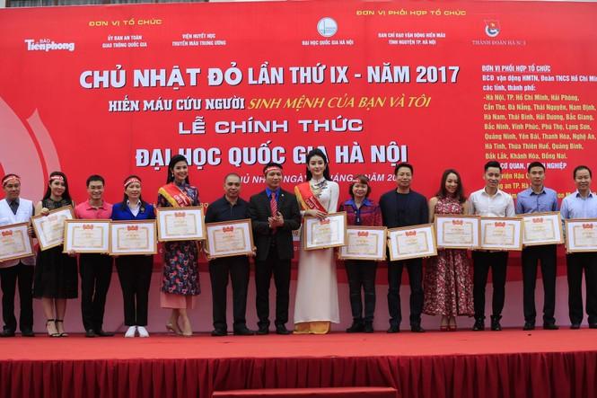 Chủ Nhật Đỏ 2017, Báo Tiền Phong - ảnh 45