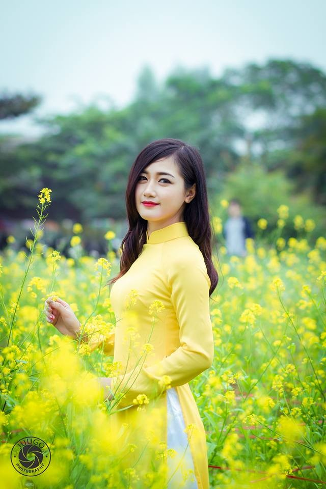 Thiếu nữ tại chùa Hương bất ngờ được phong...