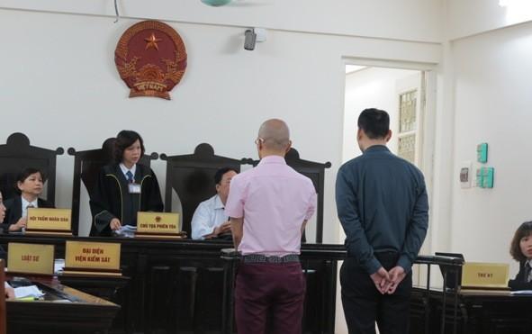 Phạt tù hai người Nhật buôn lậu 7 pho tượng vàng - ảnh 1