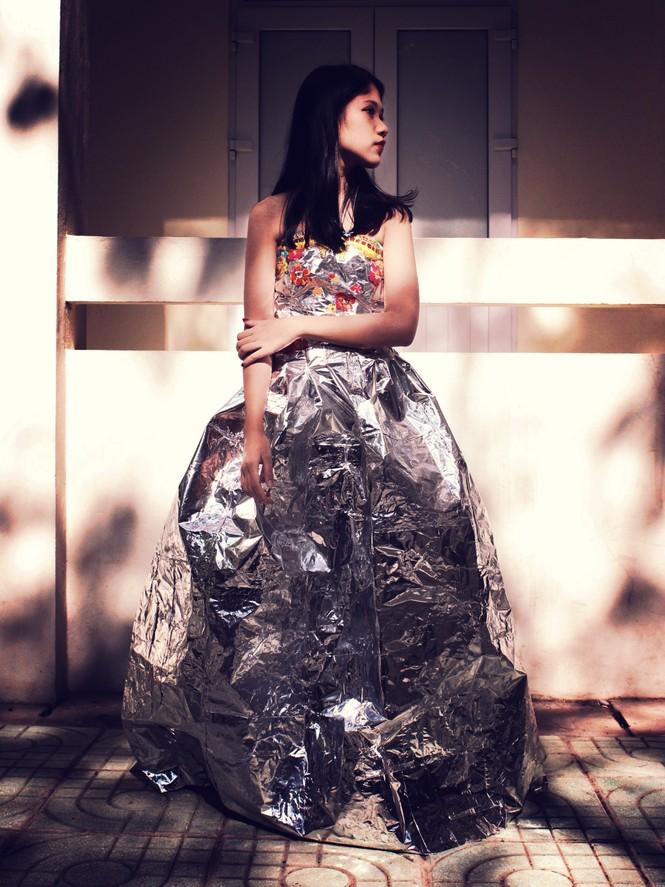 Ngắm bộ sưu tập thời trang làm từ 'rác' của giới trẻ Hà thành - ảnh 5