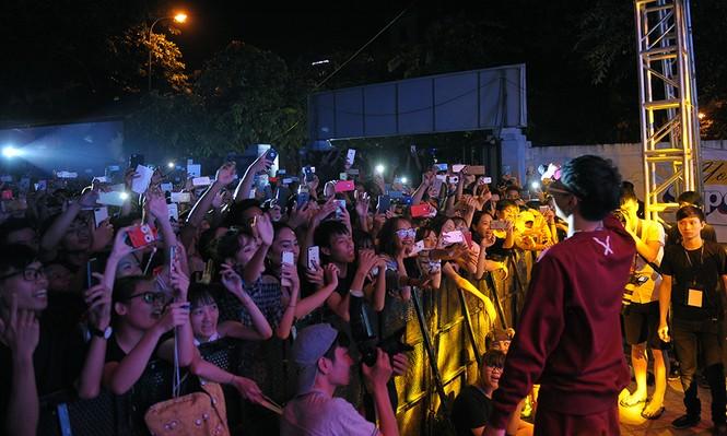 Nóng bỏng đêm nhạc chào tân sinh viên FPT Polytechnic  - ảnh 1