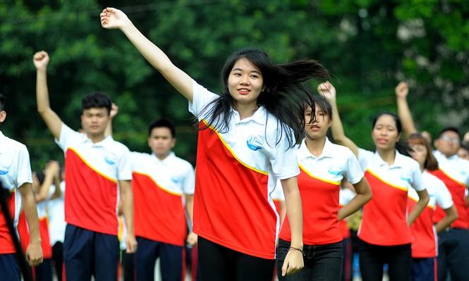 Nữ sinh Thuỷ lợi khoe sắc với vũ đạo flashmob - ảnh 5