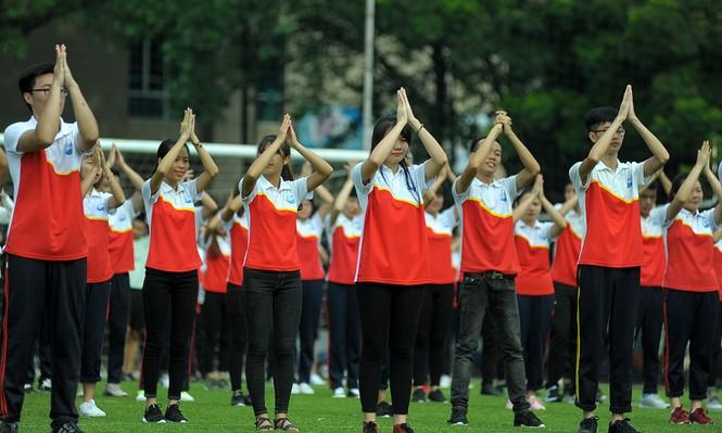 Nữ sinh Thuỷ lợi khoe sắc với vũ đạo flashmob - ảnh 1